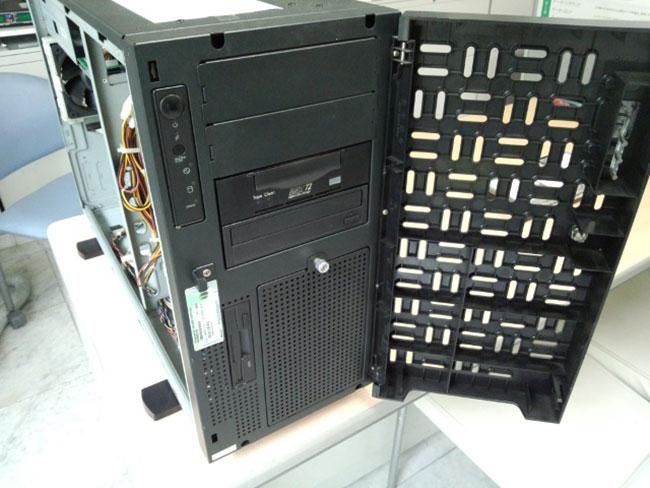 HA8000/70PD 前面
